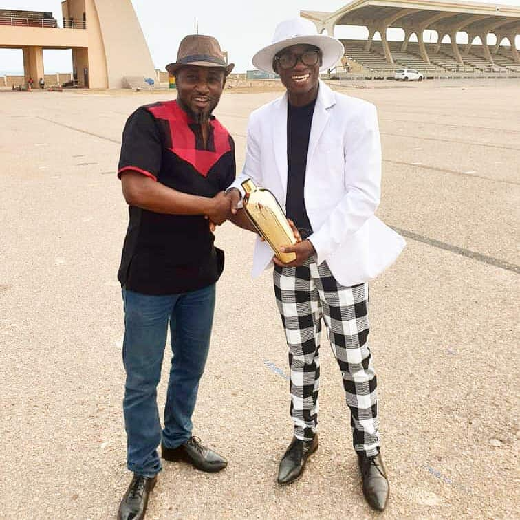 Dr. UN presents another fake award to Multimedia's George Quaye