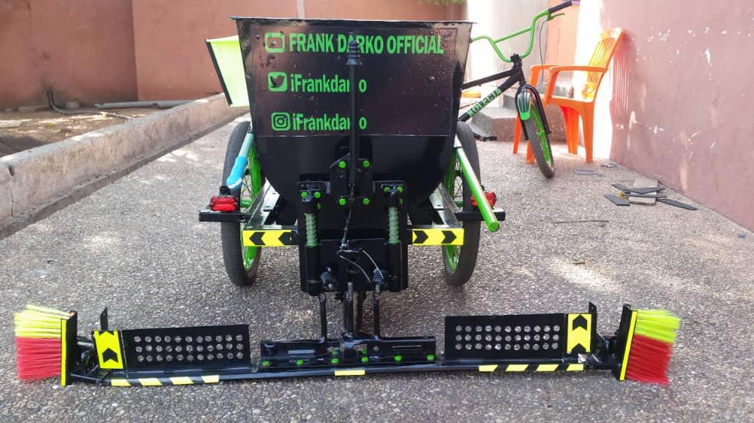 Ghana : un ingénieur fabrique un tricycle à balayage (vidéo)