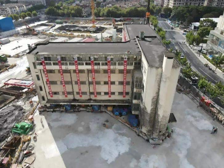Walking building: 5-storey building moved to new location in China