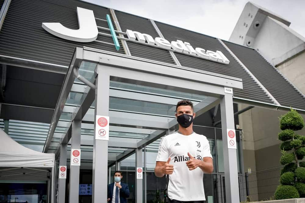 Cristiano Ronaldo ends exit rumours after showing up for Juventus training