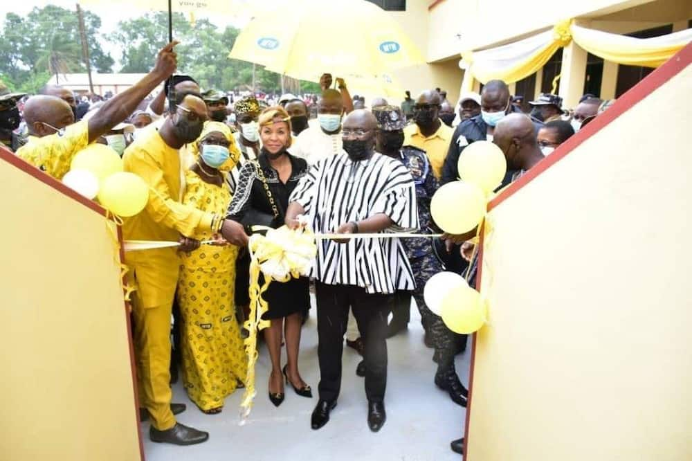 The Vice President of Ghana, the South African High Commissioner, CEO of MTN Ghana and Board Member of MTN Ghana Foundation cutting the ribbon to formally open the dormitory.