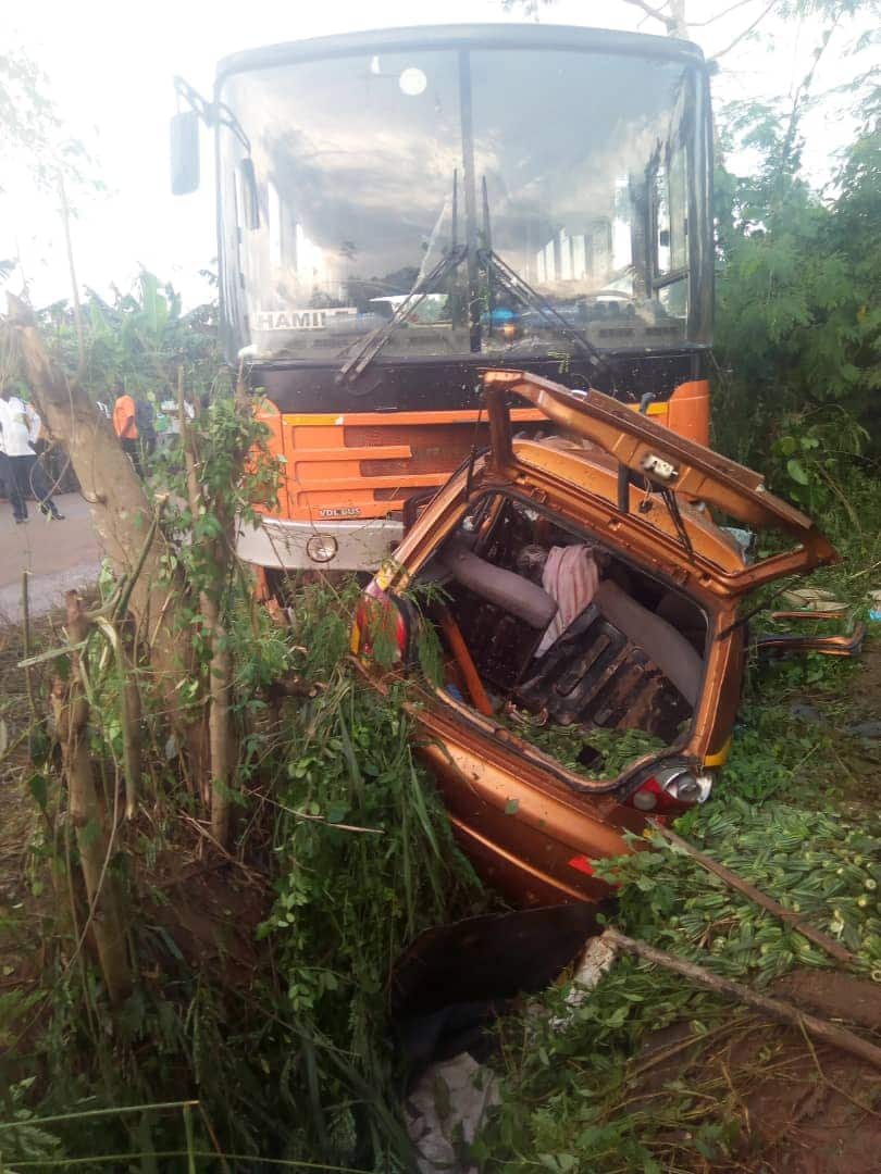 Six die as Metro Mass crashes into taxi at