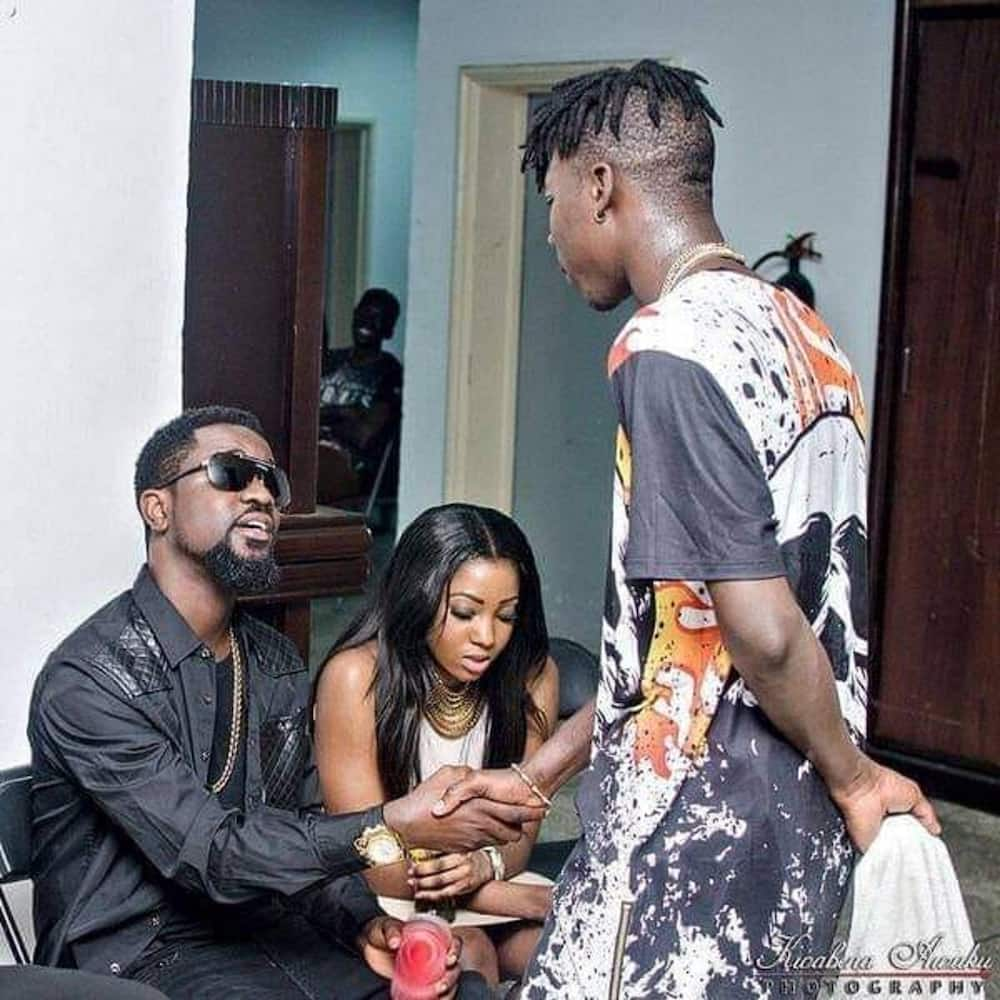 Throwback photo of how Stonebwoy used to 'respect' Sarkodie surfaces