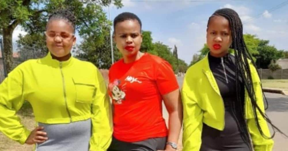 Mzansi stans: Mom shares gorgeous picture of her and daugters