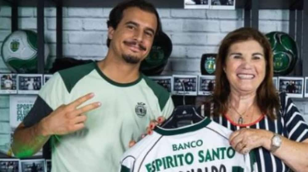 Cristiano Ronaldo's Mum Holds Shirt of Her Son's Former Club, Begs Man Utd Striker to Return