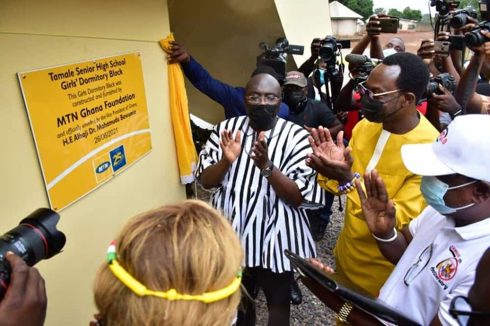 The Vice President of Ghana, the South African High Commissioner to Ghana and CEO of MTN Ghana unveils the plaque