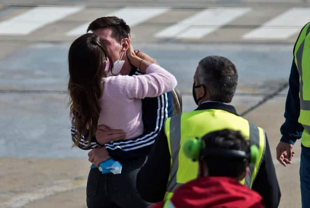 Fans give Lionel Messi special gift while on summer break with his wife Antonela in Miami