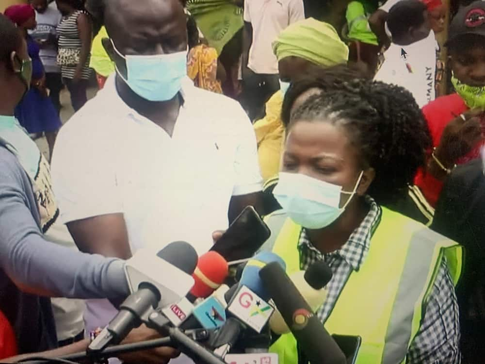 Lydia Alhassan: Video drops as MP comes to the aid of victims of fire disaster at Shiashie