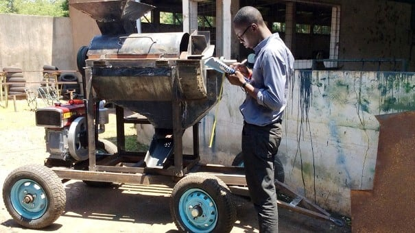 Young Ghanaian innovator gets massive endorsement for making life easier for farmers (Photo)