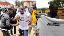 Student finally graduates from university after 13 years, photos cause stir