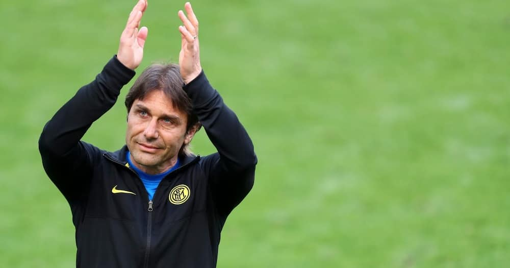 Antonio Conte applauds fans during a match. Photo: Getty Images.