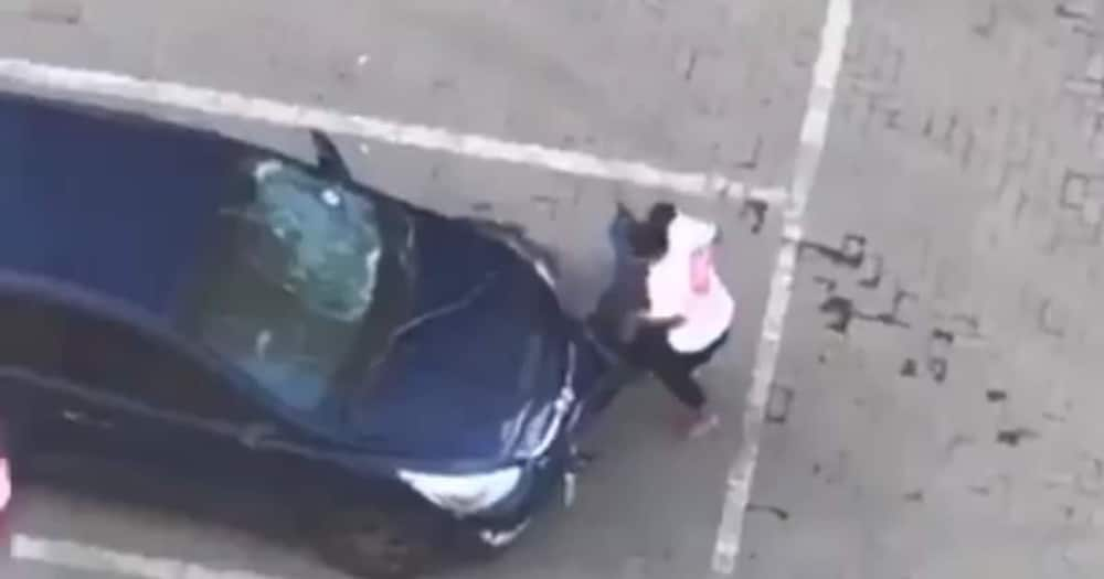 Hai Ngeke: SA Responds to Clip of Very Strong Lady Breaking Bae's Car