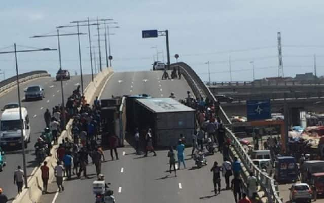 Articulated truck tumbles in an attempt to cross overpass in Accra
