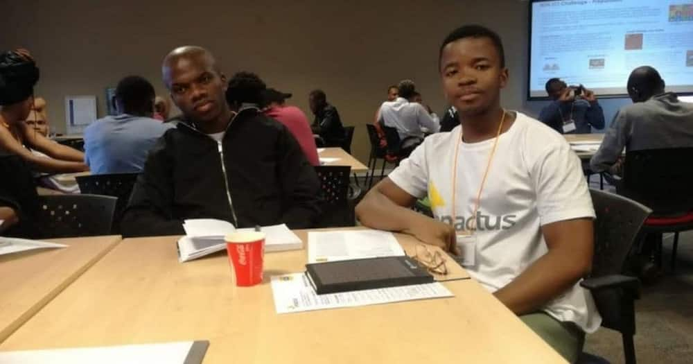 2 Brilliant students develop app that helps young people make money