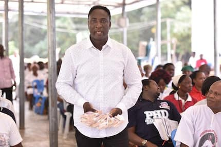 Top pastor distributes GHC 400k to church members to celebrate Christmas