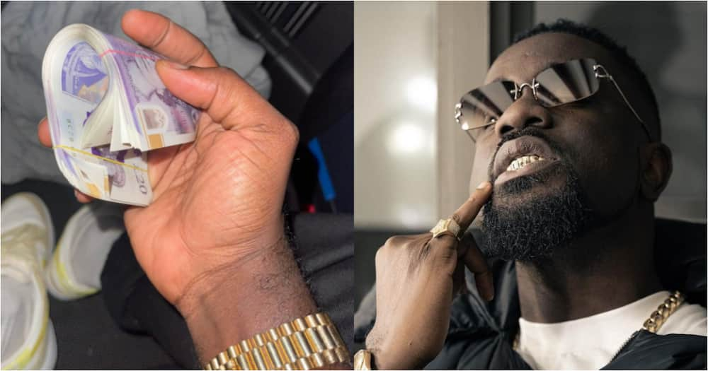 Now that is rare - Sarkodie shows gratitude as fan surprises him with huge wad of cash, drops photo