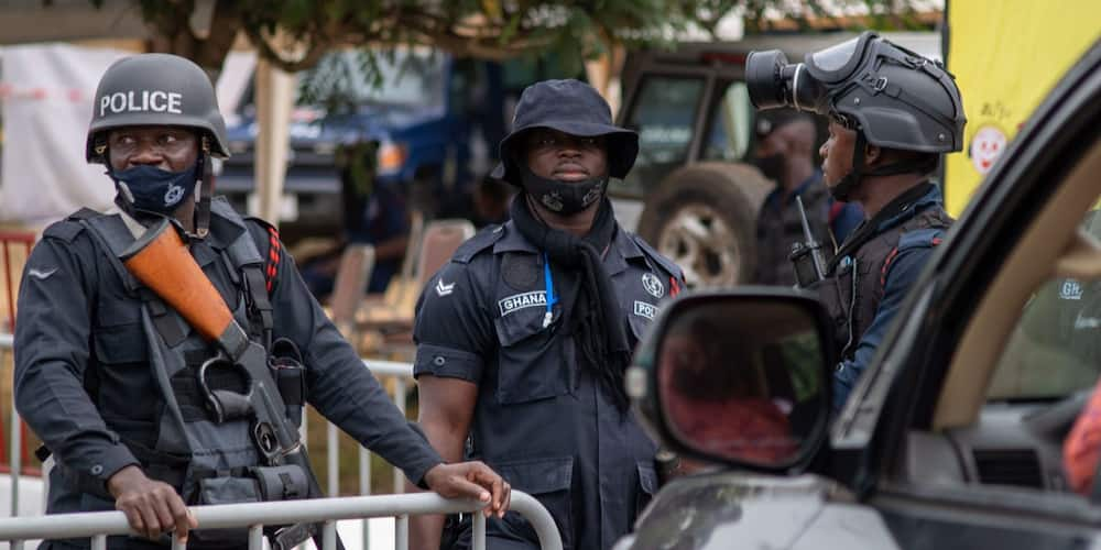 E/R: Uneasy tension hit Amanase as irate youth block Accra-Kumasi; police fire warning shots