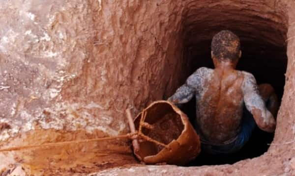 Breaking news: Galamsey pit caves in; 7 persons trapped