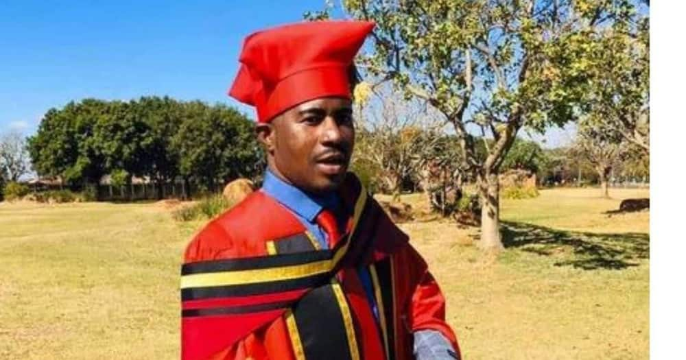 South Africans are inspired by a man who became a doctor at the age of 29. Image: @VarsityWorld/Facebook