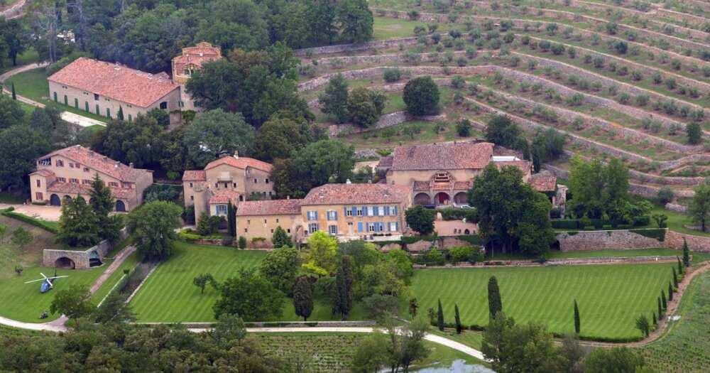 Angelina Jolie, ex-hubby Brad Pitt fighting over KSh 18 billion estate.