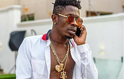 Ghanaians 'roast' Shatta Wale for saying Stonebwoy should stop worrying people with his 'one leg'