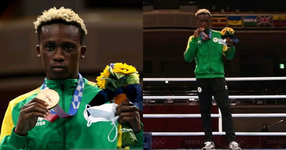 The moment we've all been waiting for! Samuel Takyi presented with bronze medal