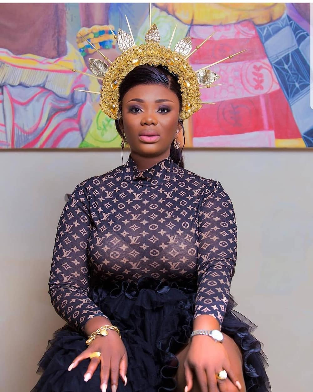 Photo of Akua GMB flaunting wedding ring confuses fans