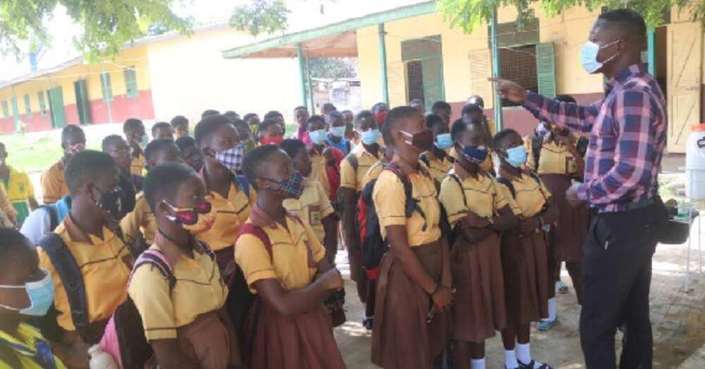 Teachers at basic school in Amankwatia contribute salaries to pay bills for school