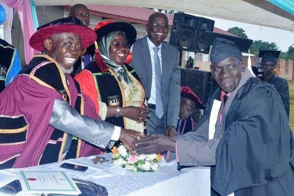 Inspiring 75-year-old man graduates in vocational studies