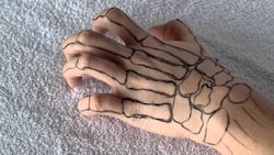 20 fascinating skeleton hand tattoo ideas to decorate your skin