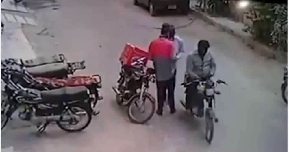 Robbers return valuables they stole from delivery man, console him instead