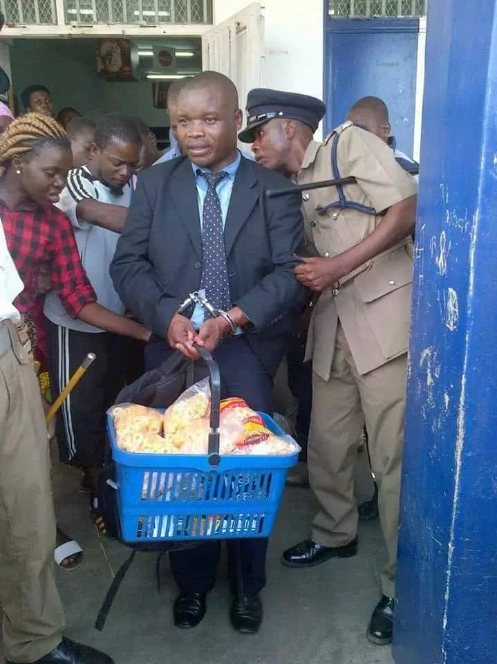 Man dressed in suit and tie caught stealing baby food (photos)