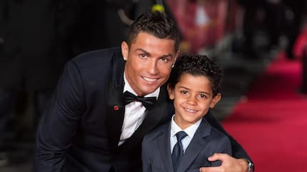 Cristiano Ronaldo cuddles his twins with his 6-year-old son (photo)